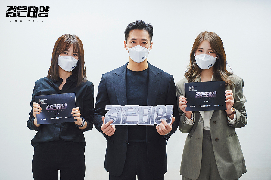(From left) Actors Park Ha-seon, Namkoong Min and Kim Ji-eun pose for a photo after a table read in June. (MBC)