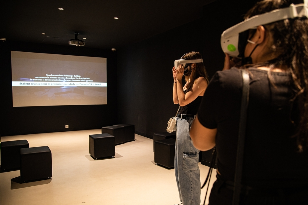 """A visitor walks through the houses from Oscar-winning """"Parasite"""" using virtual reality at the Korean Cultural Center in Paris. (Korean Cultural Center, France)"""