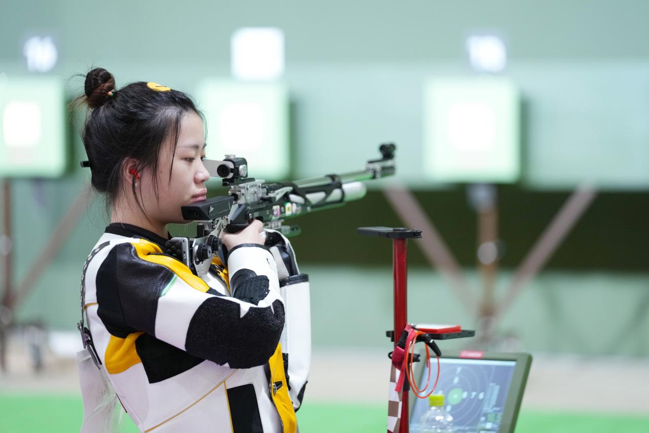 Yang Qian of Chinese shooting team attends a training session at Asaka Shooting Range in Tokyo, Japan, Friday. (Xinhua-Yonhap)