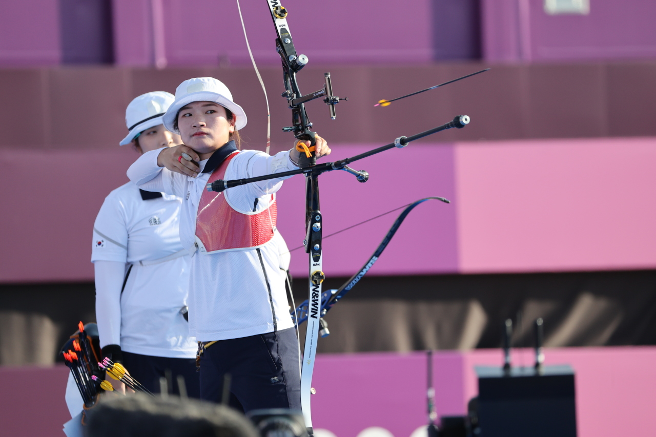 Kang Chae-young of South Korea shoots an arrow during the final of the women's archery team event at the Tokyo Olympics at Yumenoshima Park Archery Field in Tokyo on Sunday. (Yonhap)