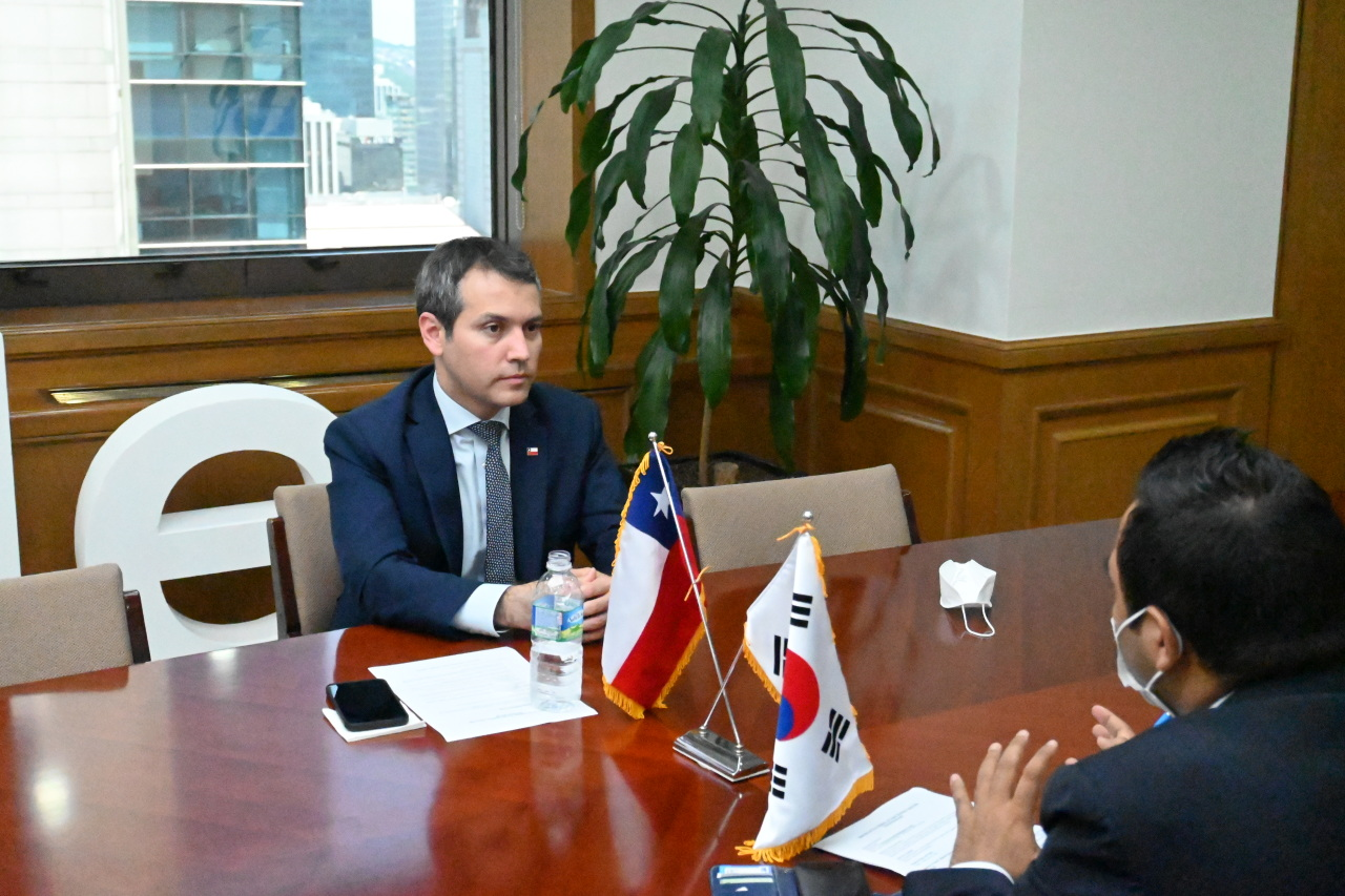 Chile's Vice Trade Minister Rodrigo Yanez speaks during a recent interview with The Korea Herald. (Embassy of Chile in Seoul)