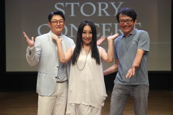 From left: Singers Kim Hyun-chul, Han Young-ae and Kim Chang-ki pose for photos at an online press event held Monday in central Seoul. (Sound Friends)