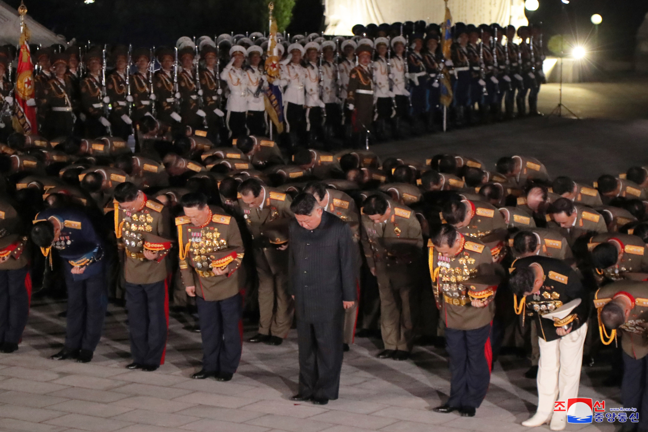 North Korean leader Kim Jong-un (center) pays respects to fallen soldiers from the 1950-53 Korean War during his visit to the Fatherland Liberation War Martyr`s Cemetery in Pyongyang on Tuesday. (KCNA-Yonhap)