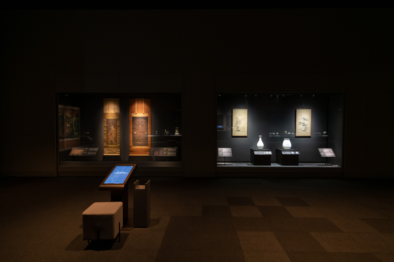 """An installation view of """"A Great Cultural Legacy: Masterpieces From the Bequest of the Late Samsung Chairman Lee Kun-hee"""" at the National Museum of Korea (NMK)"""