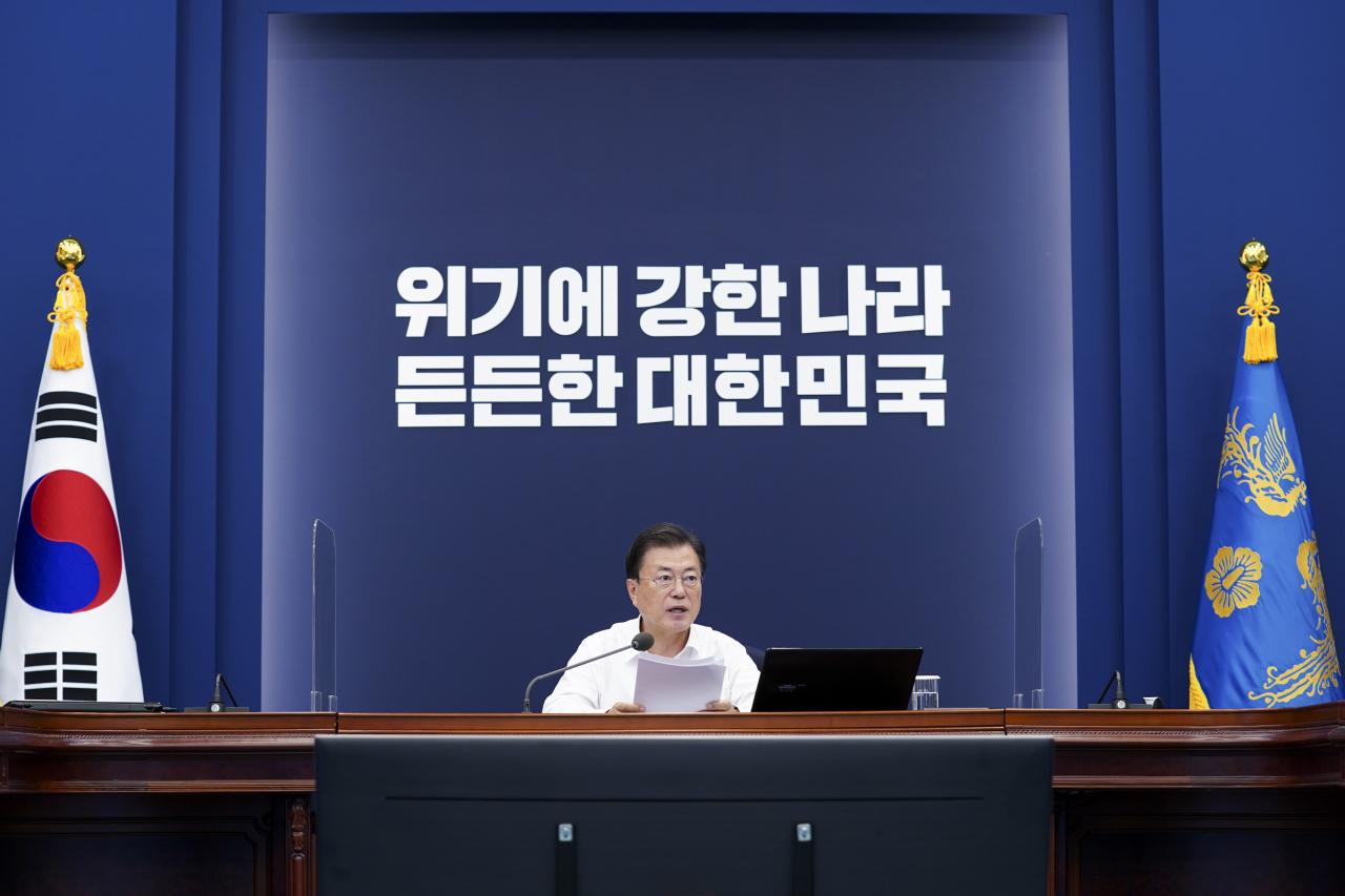 South Korean President Moon Jae-in speaks during a meeting of his senior secretaries at Cheong Wa Dae in Seoul, Monday. (Yonhap)