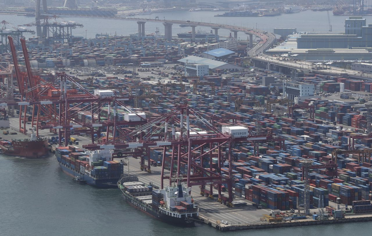 This file photo, taken July 1, 2021, shows ships carrying containers docking at a port in the southeastern city of Busan. (Yonhap)