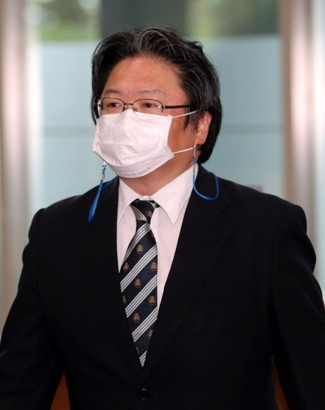 Hirohisa Soma, deputy head of mission at the Japanese Embassy in Seoul, enters the foreign ministry in Seoul on July 13, 2021. (Yonhap)