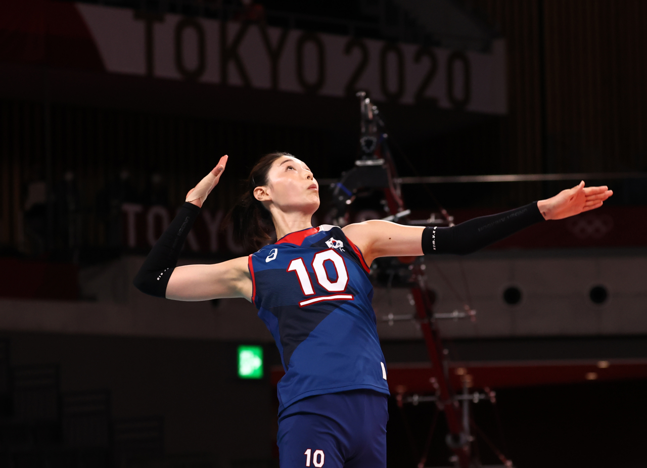 Kim Yeon-koung of South Korea is in action against Japan in a Pool A match of the Tokyo Olympic women's volleyball tournament at Ariake Arena in Tokyo on Saturday. (Yonhap)