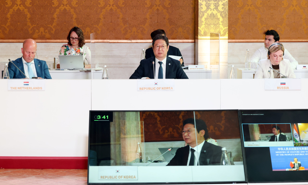 Culture Minister Hwang Hee delivers a speech at the G20 Culture Ministers' Meeting on Friday. (Yonhap)
