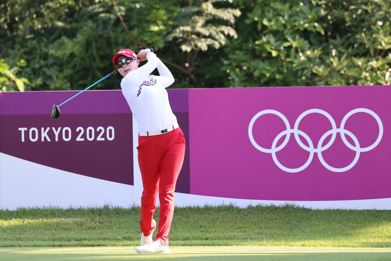 Kim Hyo-joo of South Korea plays a practice round at Kasumigaseki Country Club in Saitama, Japan, on Sunday, ahead of the Tokyo Olympic women's golf tournament. (Yonhap)