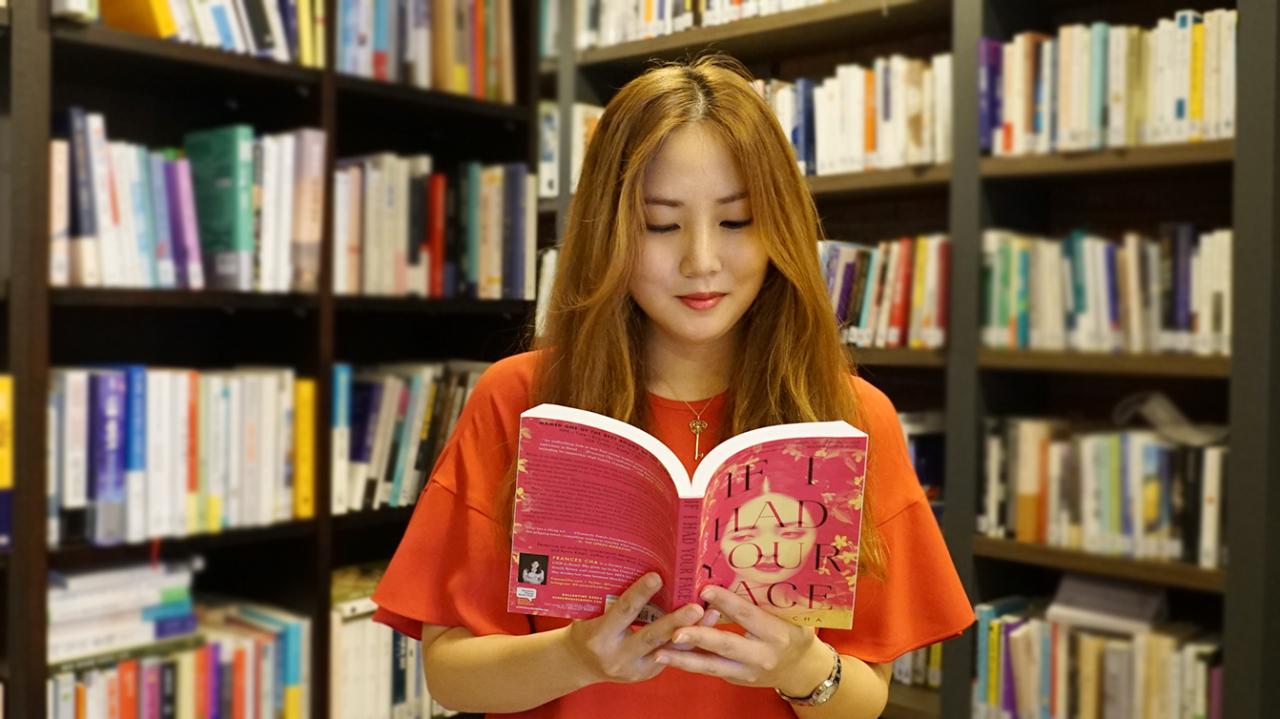 Journalist-turned-novelist Frances Cha (Kwon Ha-bin/ The Korea Herald)