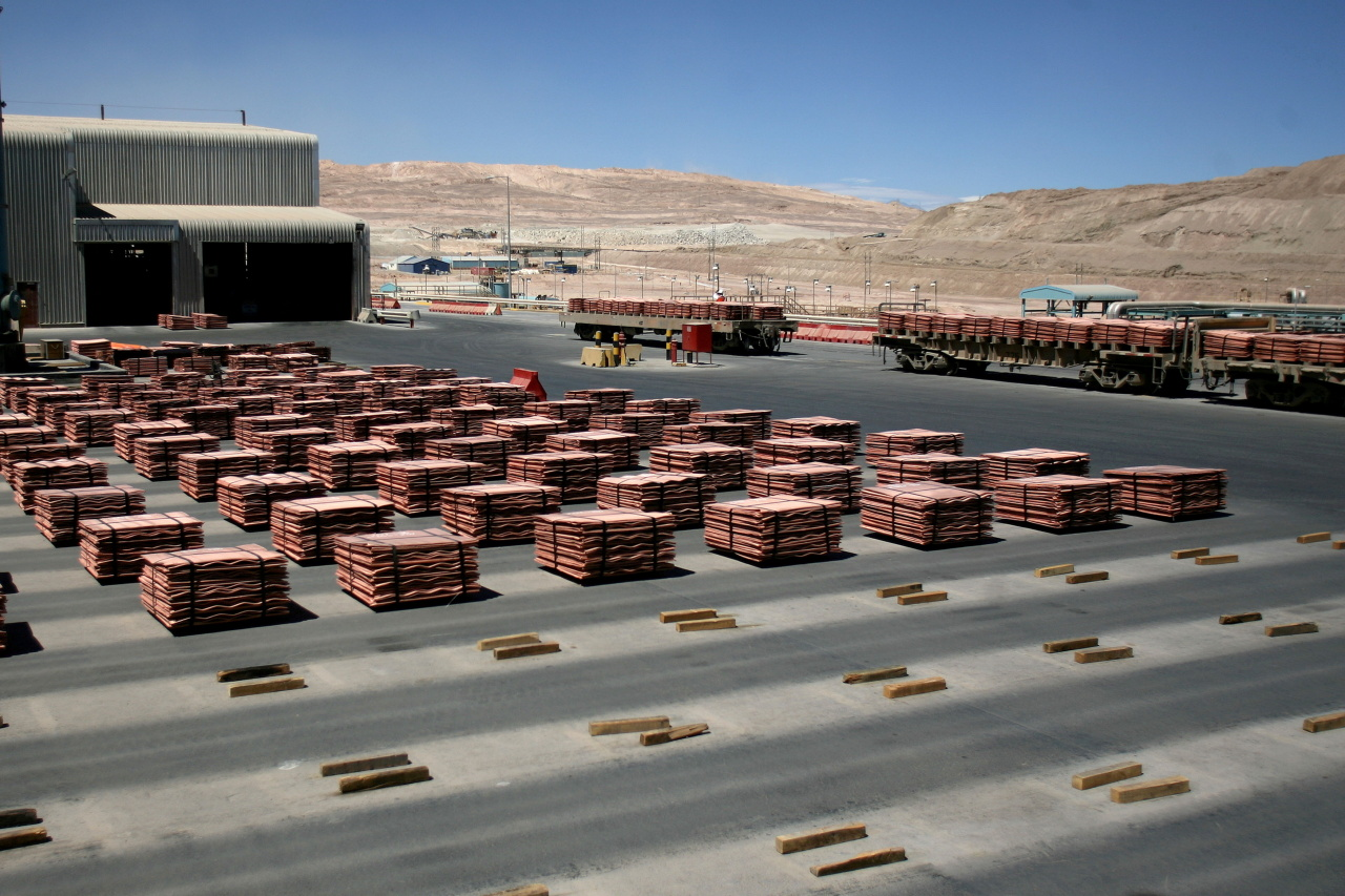 Sheets of copper cathode are pictured at BHP Billiton's Escondida, the world's biggest copper mine, in Antofagasta, Chile March 31, 2008. (Reuters-Yonhap)
