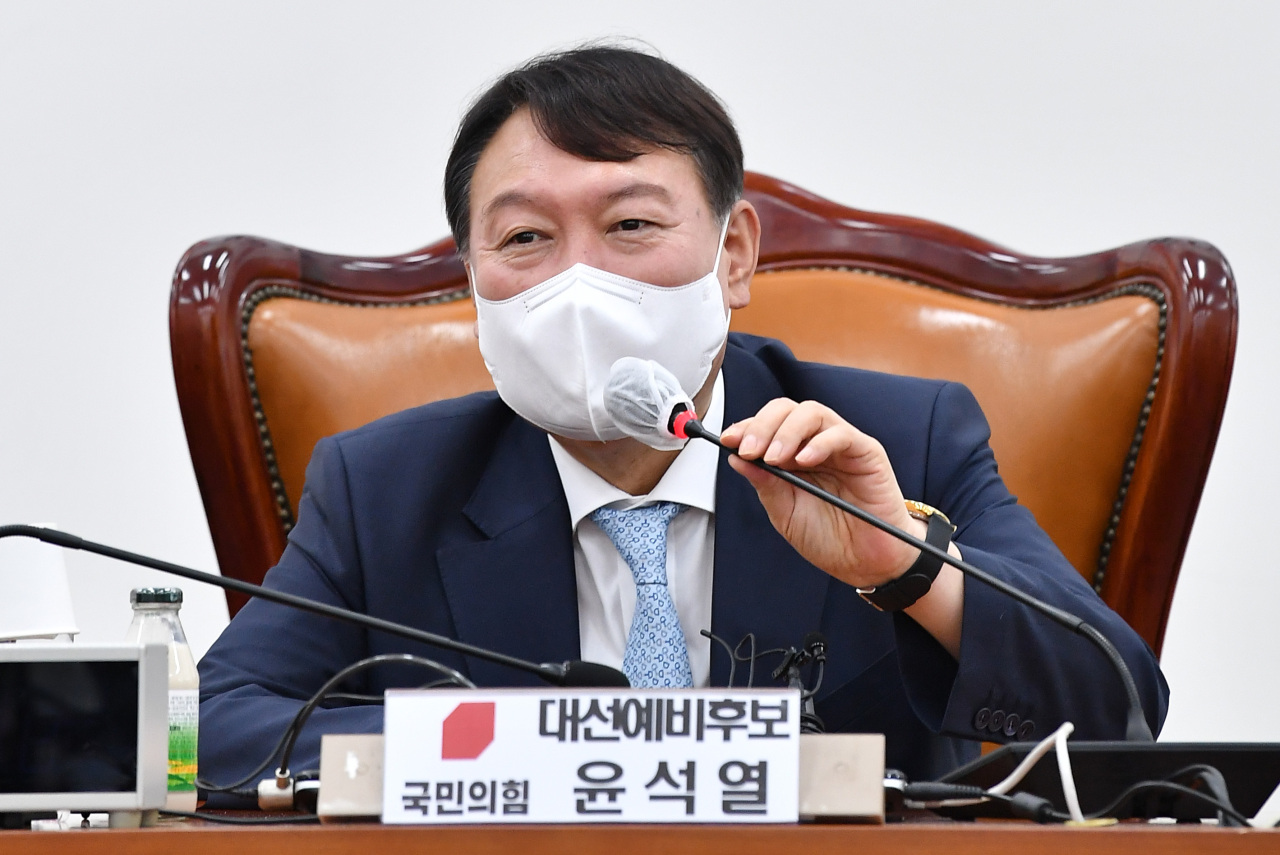Former Prosecutor General Yoon Seok-youl, a front-running presidential aspirant who has joined the main opposition People Power Party, delivers a lecture during a study meeting of the party's first-term lawmakers at the National Assembly in Seoul on Monday. (Yonhap)