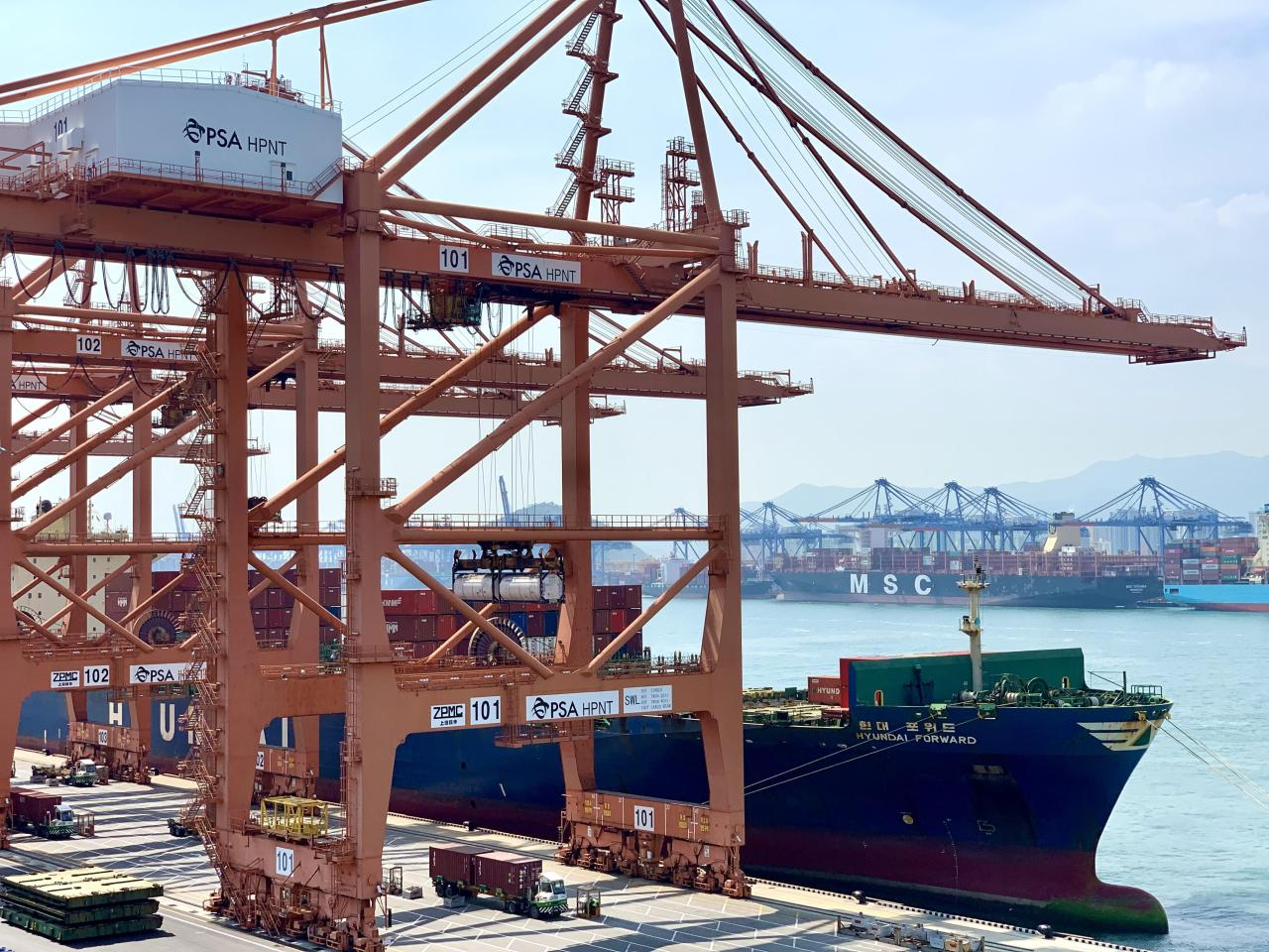 A HMM container carrier docked at a port in Busan. (Yonhap)