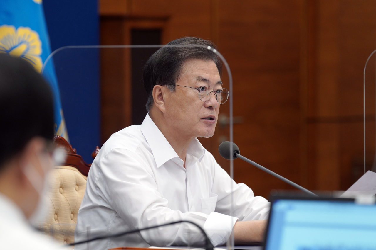 President Moon Jae-in speaks during a meeting with his senior secretaries at Cheong Wa Dae in Seoul on Monday. (Yonhap)