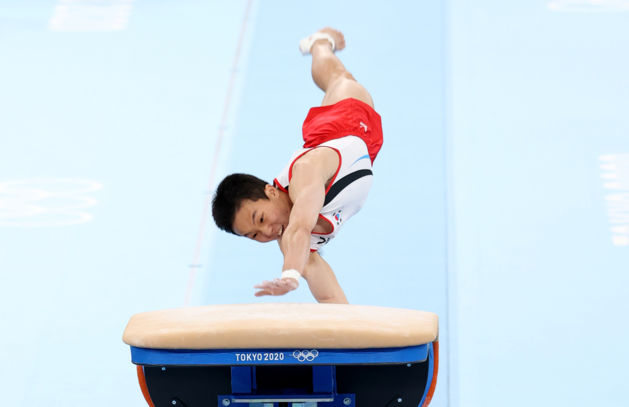 Gymnast Shin Jea-hwan performs for men's vault title at the Tokyo Olympics (Yonhap)