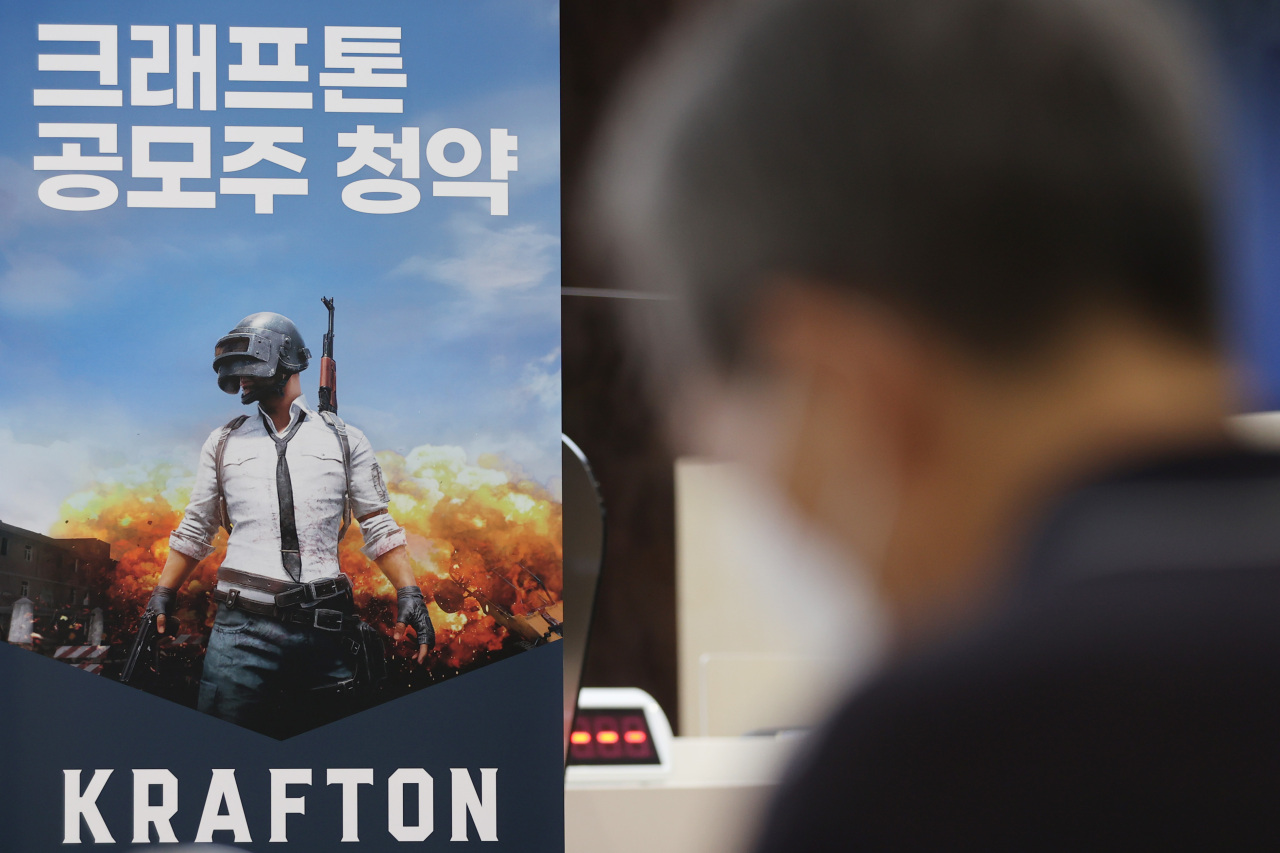 A potential investor waits to apply for the two-day retail tranche of Krafton's stocks on the first day of the game maker's initial public offering on the South Korea's main board Kospi, at a brokerage office in Seoul on Monday. (Yonhap)