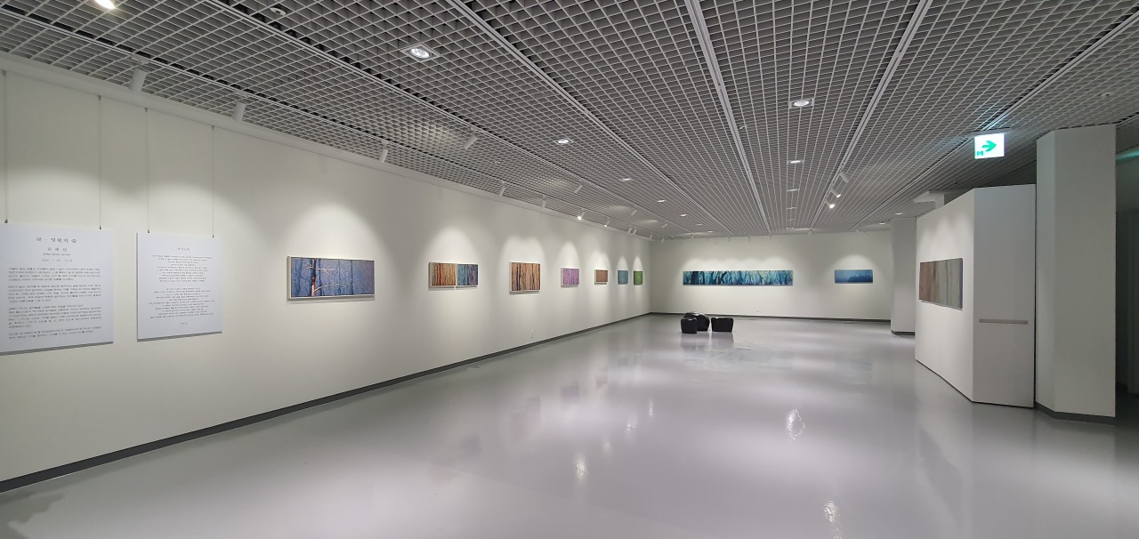 """Exhibition """"The eternal forest, Got"""" at Podo Hotel's Gallery Soyi (Kim Hae-yeon/The Korea Herald)"""
