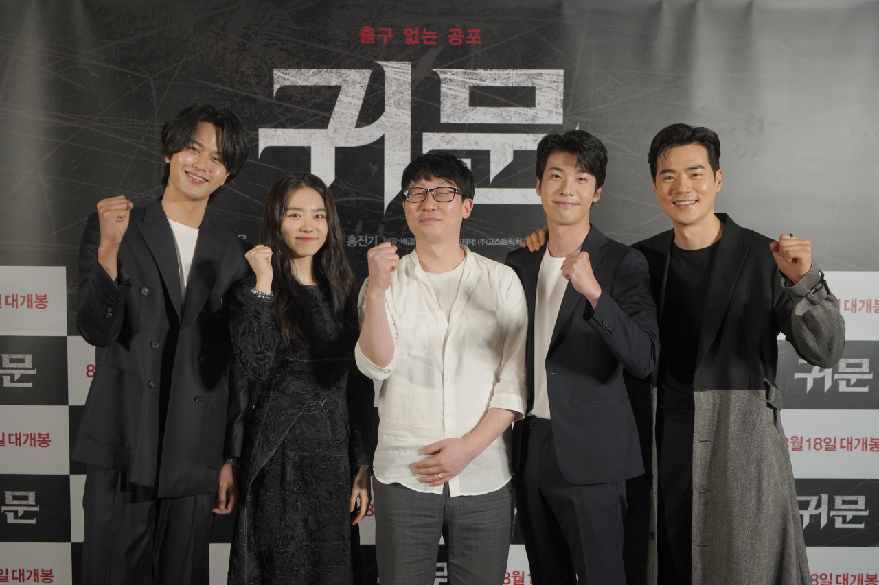 (From left) Actors Lee Jung-hyung and Kim So-hye, director Shim Deok-geun and actors Hong Jin-gi and Kim Kang-woo pose for a photo after an online press conference held on Tuesday. (CJ ENM)