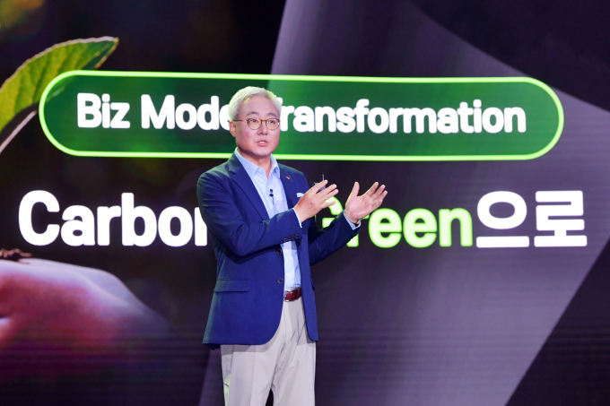SK Innovation President and CEO Kim Jun explains the company's financial story on how it will seek green transformation through a 30 trillion-won ($26.2 billion) investment in five years. (SK Innovation)