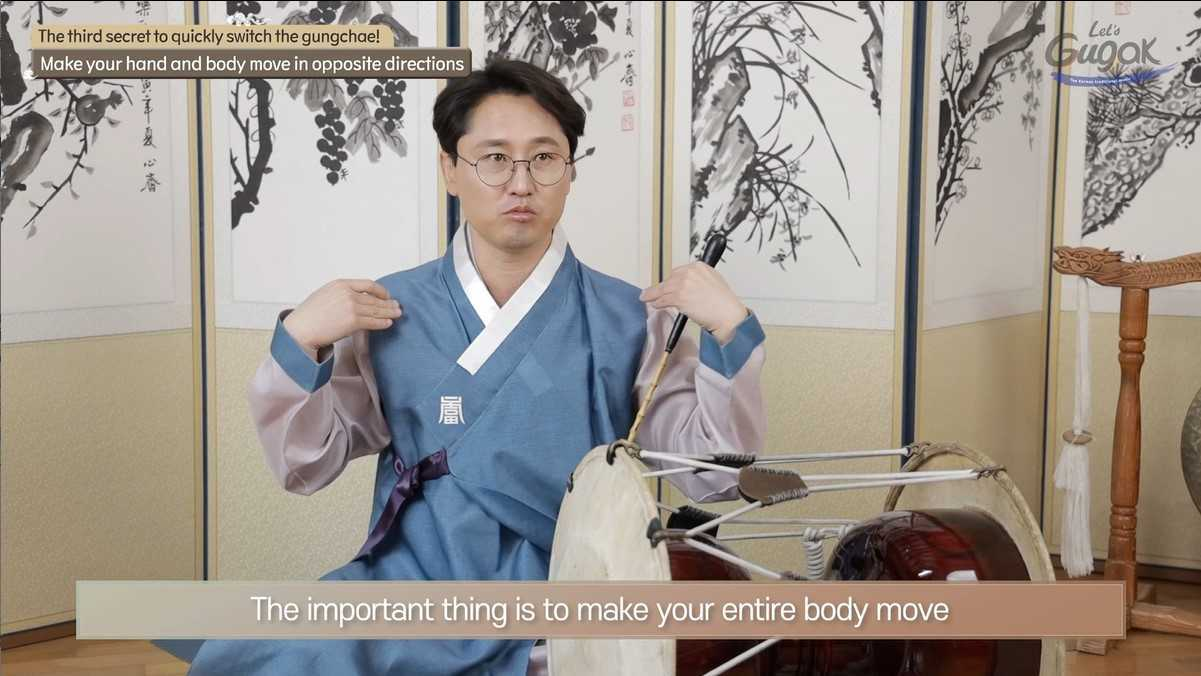 Yeon Jae-ho from the National Orchestra of Korea gives instruction on how to play janggu, an hourglass-shaped drum. (National Theater of Korea)