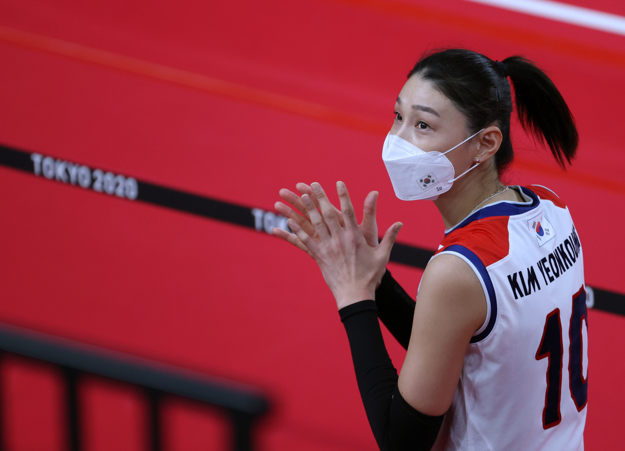 Kim Yeon-koung of South Korea reacts to her team's loss to Serbia in the bronze medal match of the Tokyo Olympic women's volleyball tournament at Ariake Arena in Tokyo on Sunday. (Yonhap)