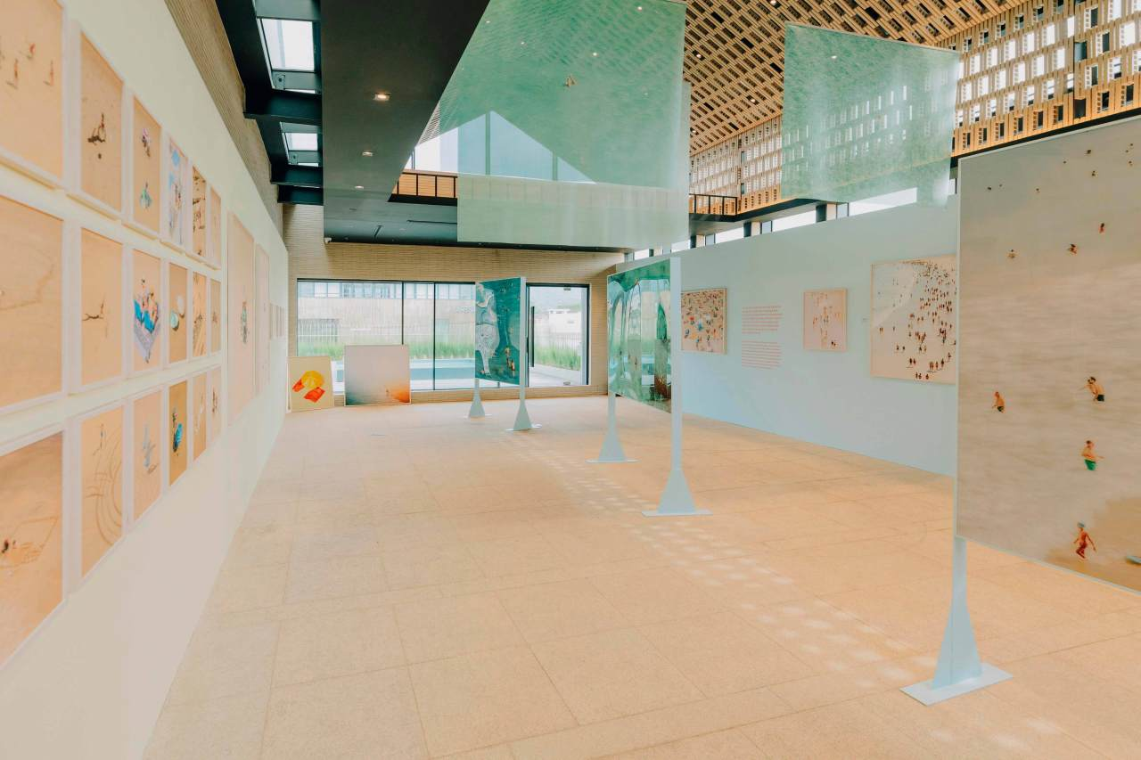 """An installation view of """"Photographs by Yosigo: Holiday Memories"""" at Ground Seesaw Seochon in Seoul (MEDIA N ART)"""