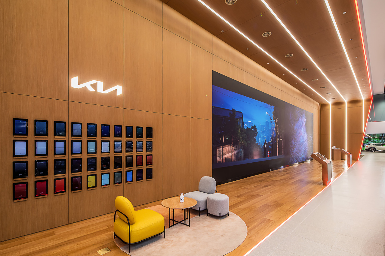 Kia's digital color collection at the Kia Gangseo Flagship Store in Seoul (Yonhap)