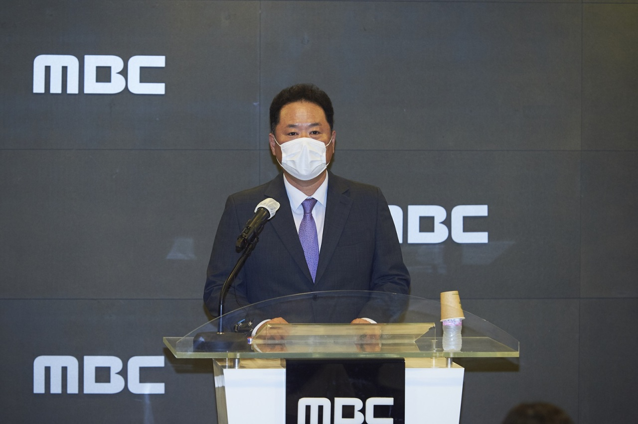 MBC President Park Sung-jae apologizes in a press conference held at MBC headquarters on July 26. (MBC)