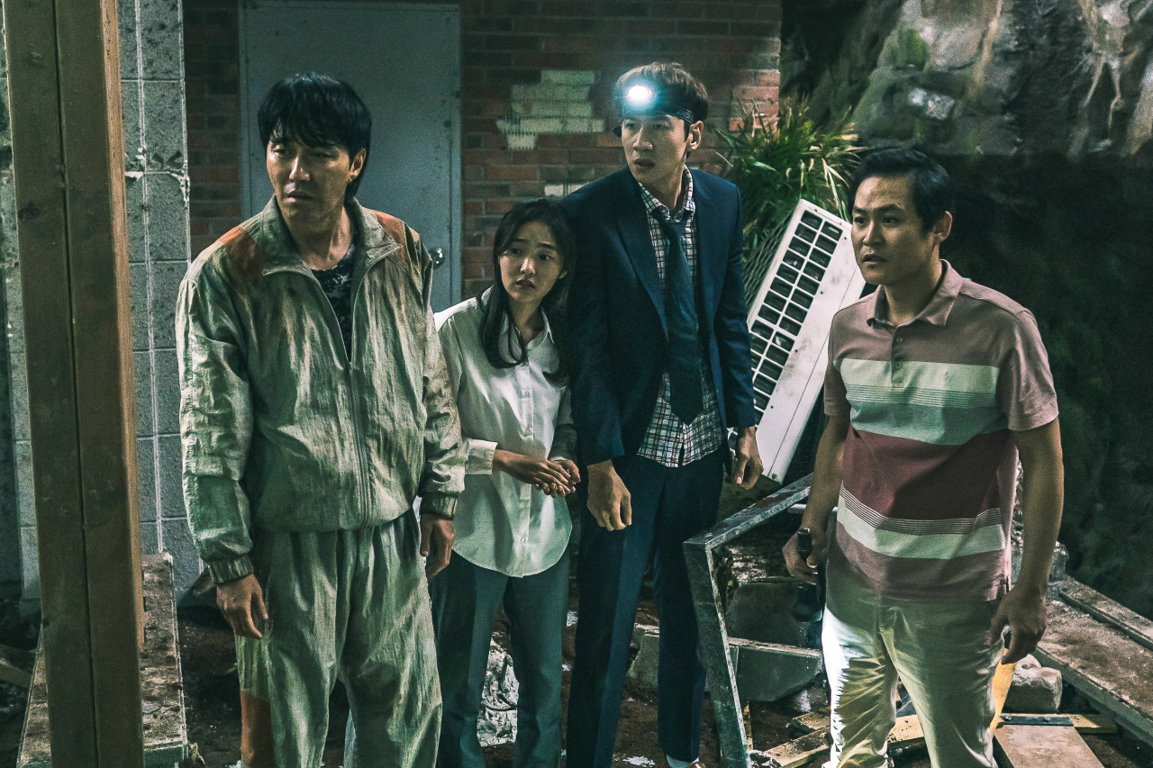 """A scene from the disaster comedy """"Sinkhole,"""" directed by Kim Ji-hoon (Showbox)"""