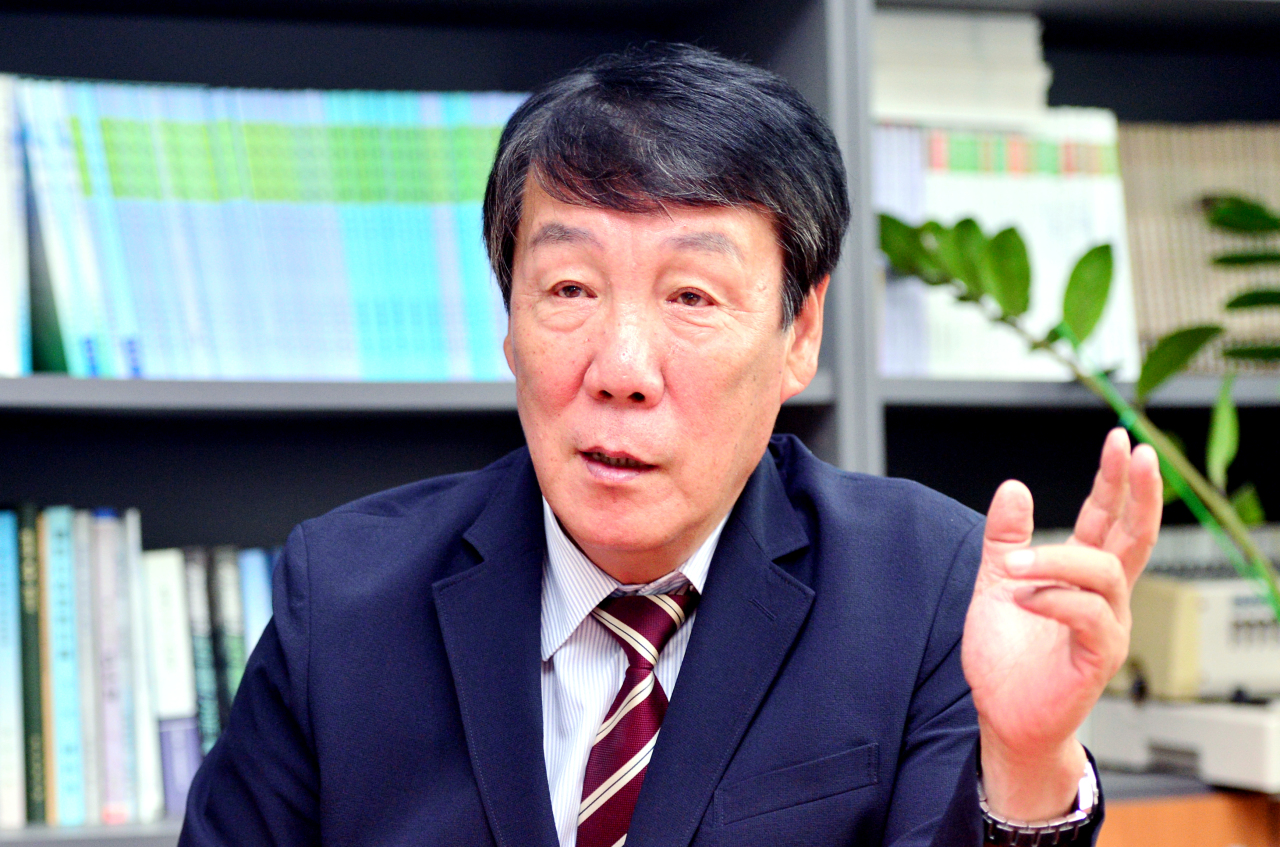 Leem Ho-young, former deputy commander of the Republic of Korea-US Combined Forces Command, speaks during an interview with The Korea Herald at his office in Yongsan, central Seoul. (Park Hyun-koo/The Korea Herald)