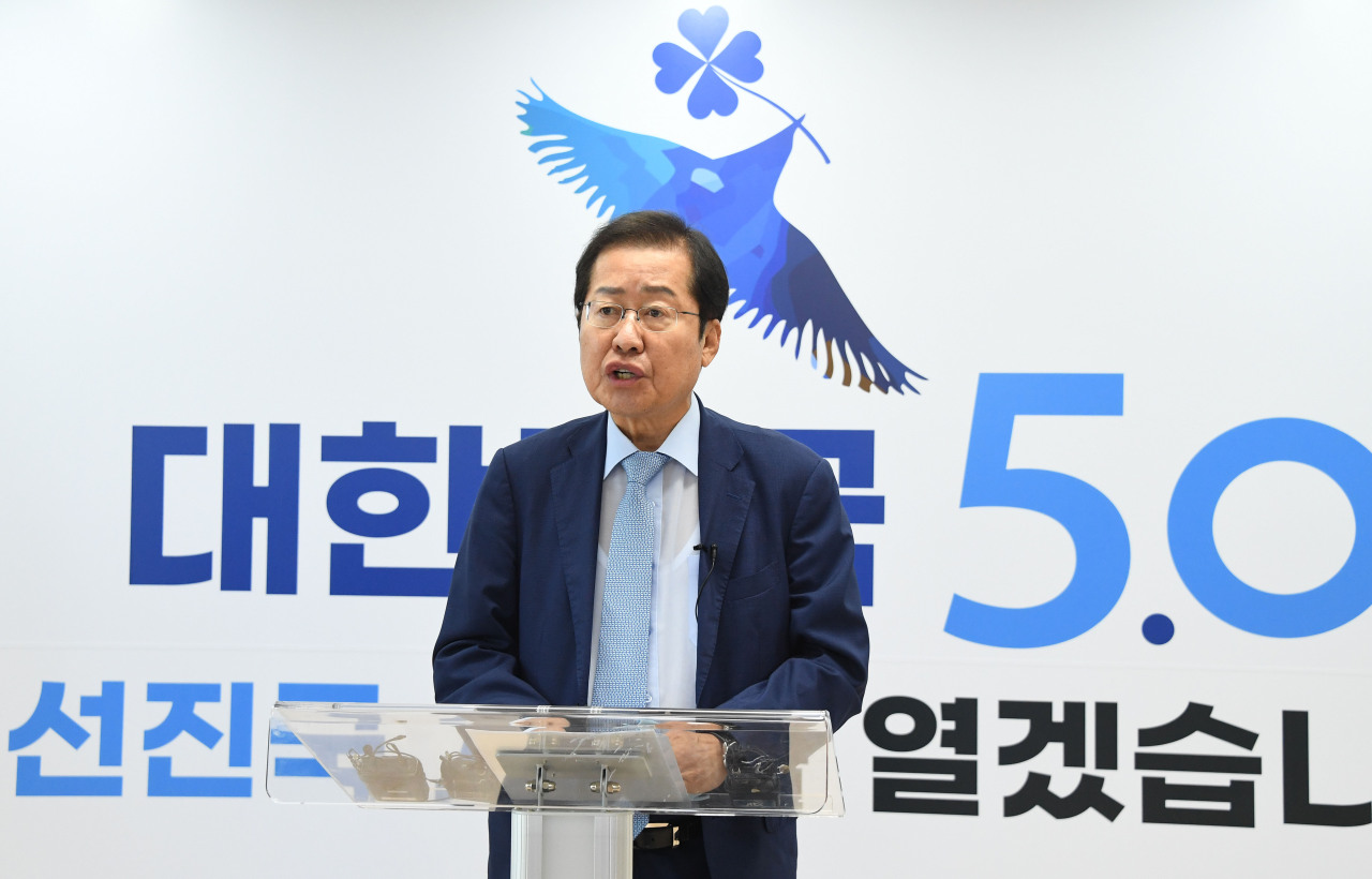 Five-term lawmaker Rep. Hong Joon-pyo of the main opposition People Power Party announces his bid for presidency at an office in Seoul on Aug. 17, 2021. (Yonhap)