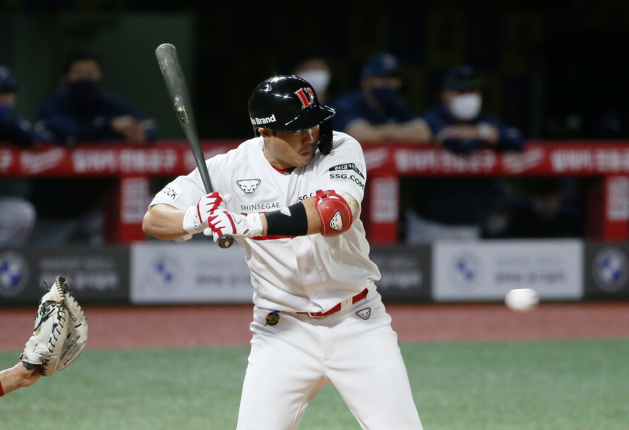 Choi Jeong of the SSG Landers is getting hit by a pitch for the 288th time of his career against the NC Dinos in the bottom of the sixth inning of a Korea Baseball Organization regular season game at Incheon SSG Landers Field in Incheon, 40 kilometers west of Seoul, on Wednesday. (Yonhap)