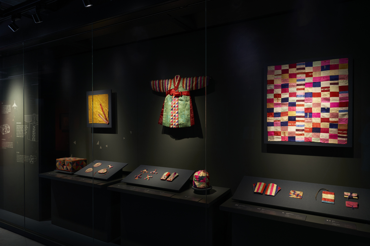 """An installation view of the exhibition """"Bojagi, Embracing Daily Life"""" at the Seoul Museum of Craft Art"""