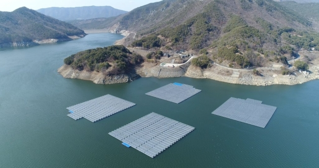 Floating solar panels (Korea Water Resources Corp.)
