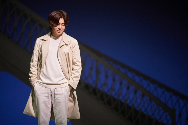 "Singer Yoon Do-hyun sings in the musical ""Gwanghwamun Sonata."" (CJ ENM)"