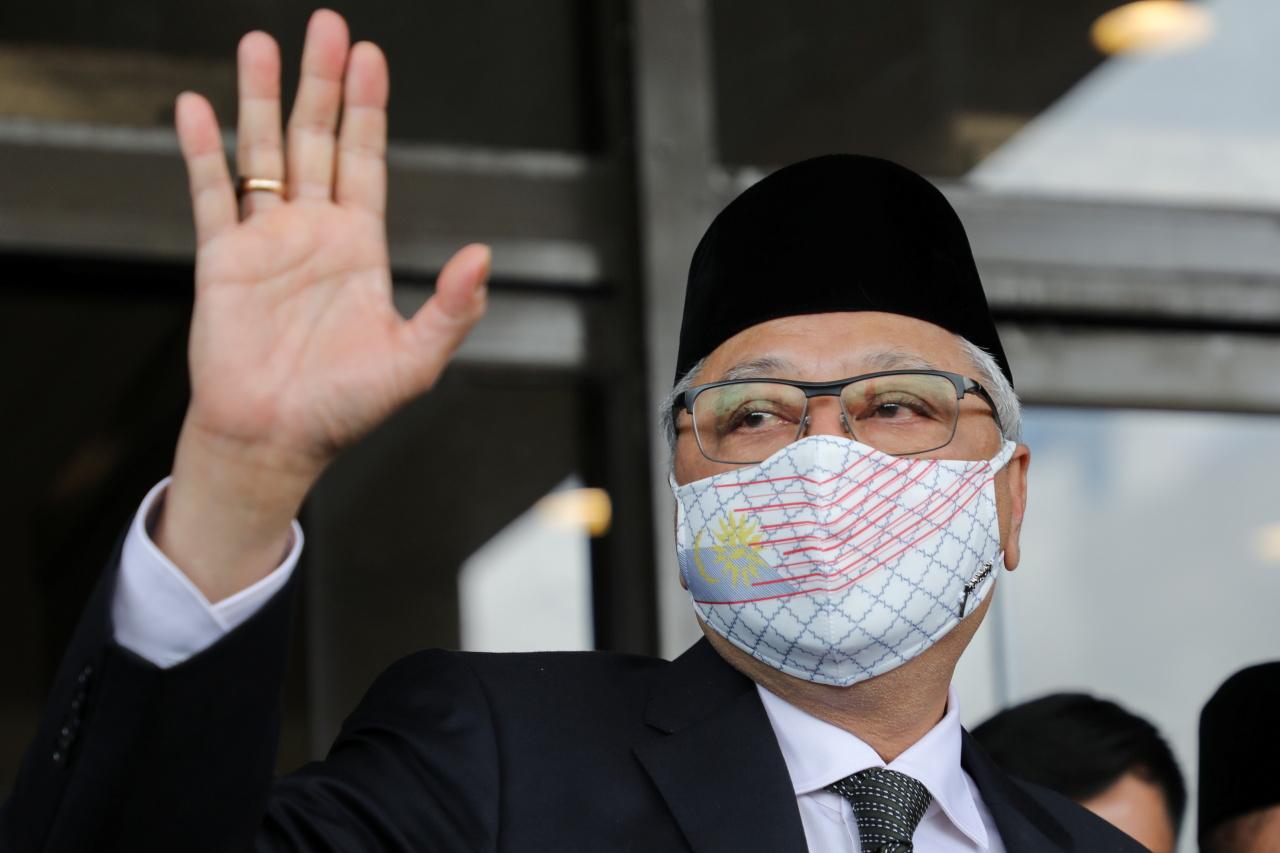 Sabri waves to reporters in Kuala Lumpur, Malaysia. (Reuters-Yonhap)