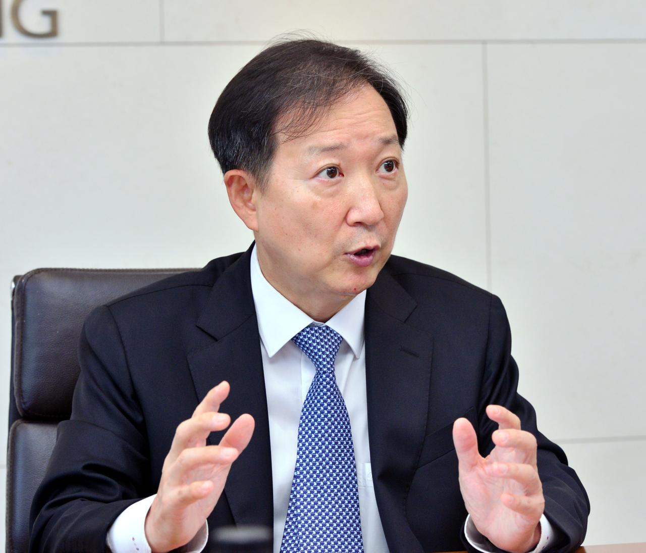 Yoon & Yang Managing Partner Jeong Jin-su speaks during an interview with The Korea Herald. (Park Hyun-koo/The Korea Herald)