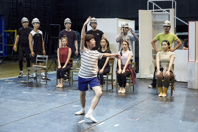 """Jeon Kang-hyuk plays Billy in musical """"Billy Elliot"""" (Seensee Company)"""
