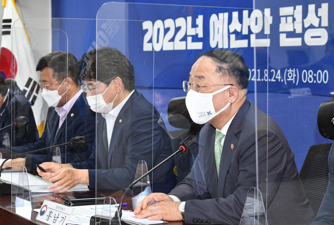 Finance Minister Hong Nam-ki speaks during a consultative meeting between the party and the government held at the National Assembly in Seoul, Tuesday. (Yonhap)