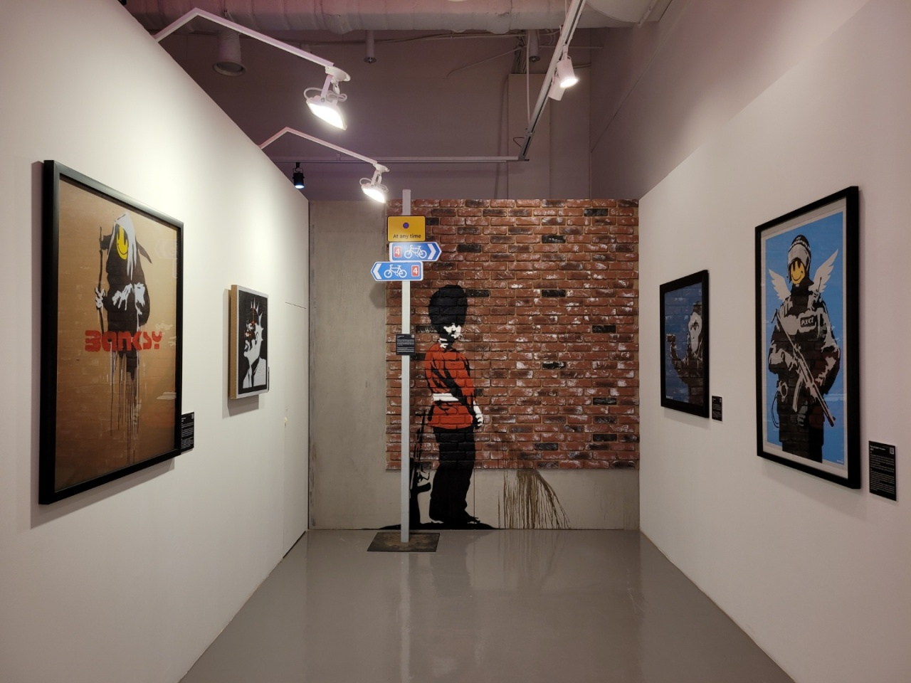 """An installation view of """"The Art of Banksy - Without Limits"""" at Seouliteum in eastern Seoul (Park Yuna/The Korea Herald)"""