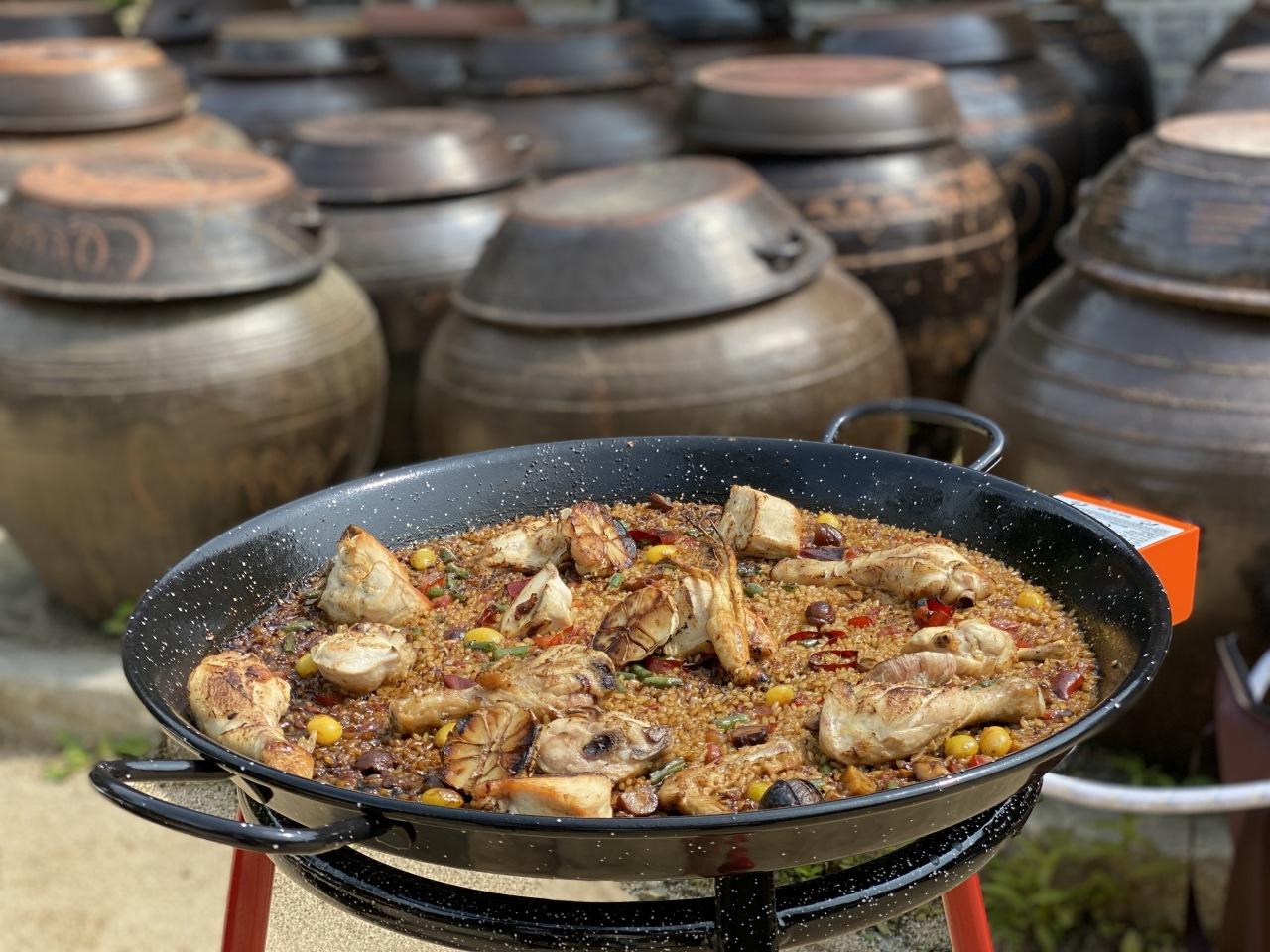 """The """"Samgye-paella"""" dish created and prepared by Lee Sang-hoon (Lee Sang-hoon)"""