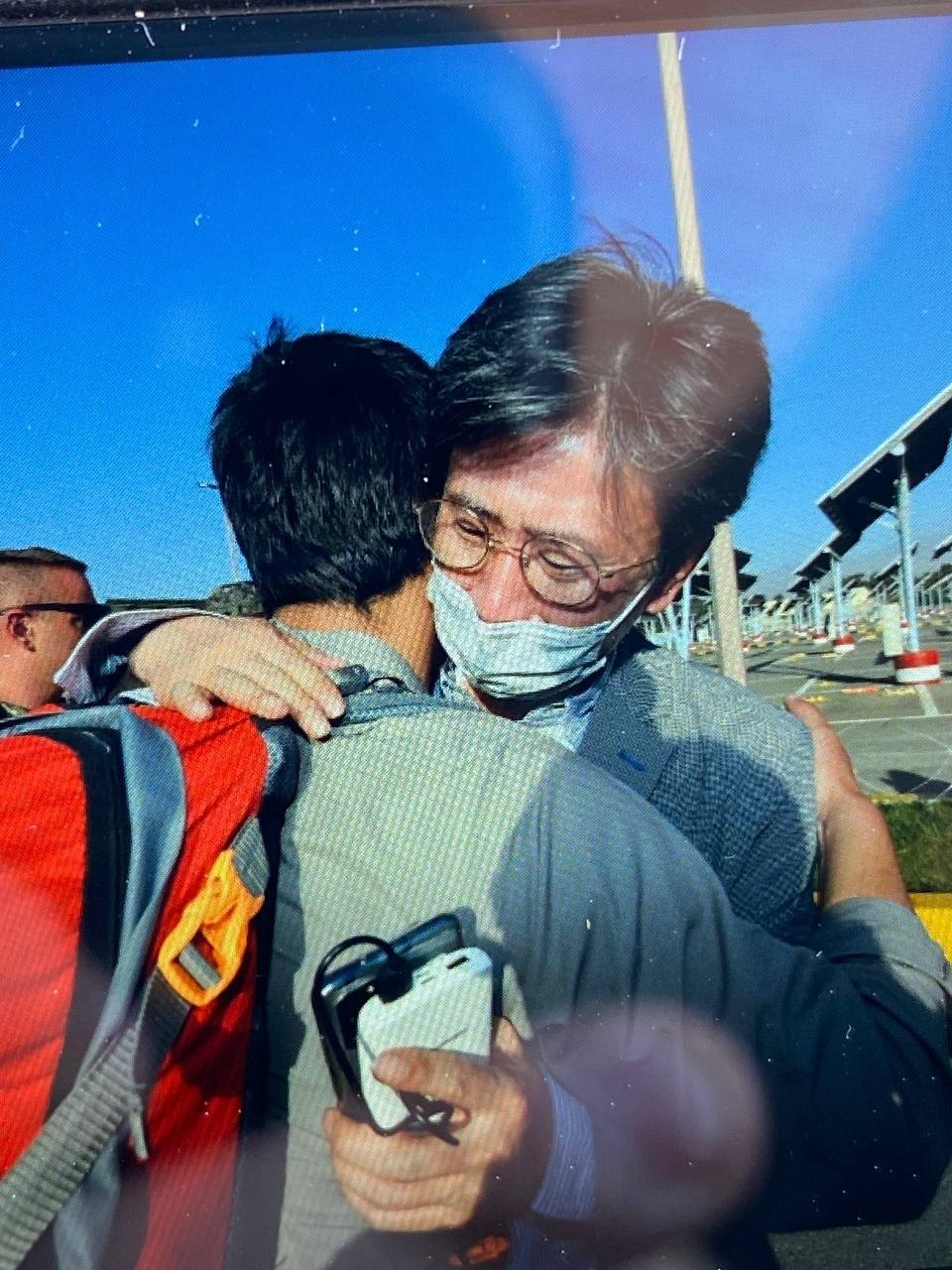 Minister Counselor Kim Il-eung of the South Korean Embassy in Kabul hugs an Afghan as he leads an evacuation mission, in this undated photo, released on Wednesday by the Foreign Ministry. (Yonhap)