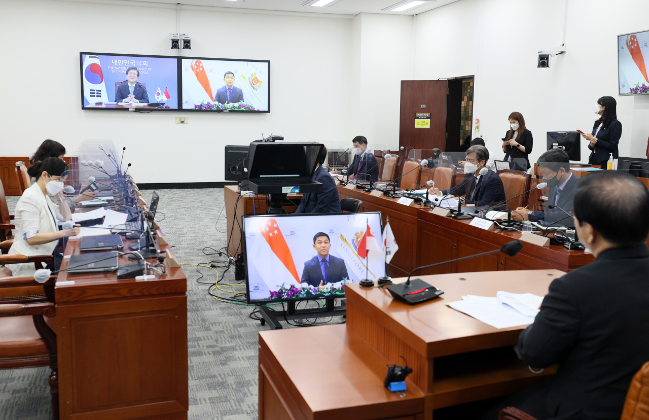 National Assembly Speaker Park Byeong-seug and Singaporean Parliament Speaker Tan Chuan-Jin hold a virtual meeting on Friday. (National Assembly)