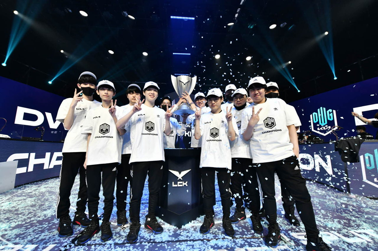 Damwon Kia poses for a photo after winning against T1 3-1 on Saturday. (LCK)