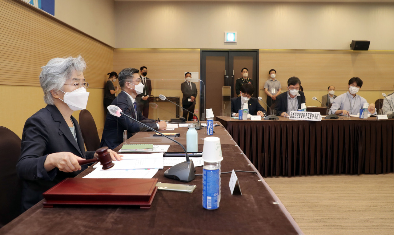 An advisory panel on protecting human rights in the military holds a meeting on August 25, 2021. (Ministry of National Defense)