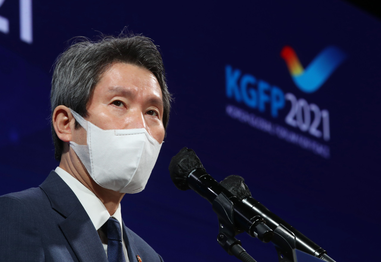 Unification Minister Lee In-young speaks at the Korean Global Forum for Peace in Seoul on Tuesday. (Yonhap)