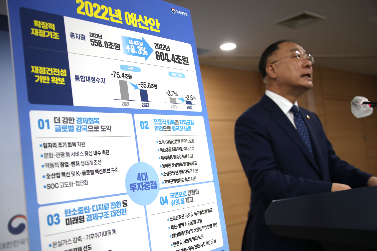 Finance Minister Hong Nam-ki announces a record-high budget proposal of 604.4 trillion won ($519 billion) for next year at the government complex in Seoul on Tuesday. (Yonhap)
