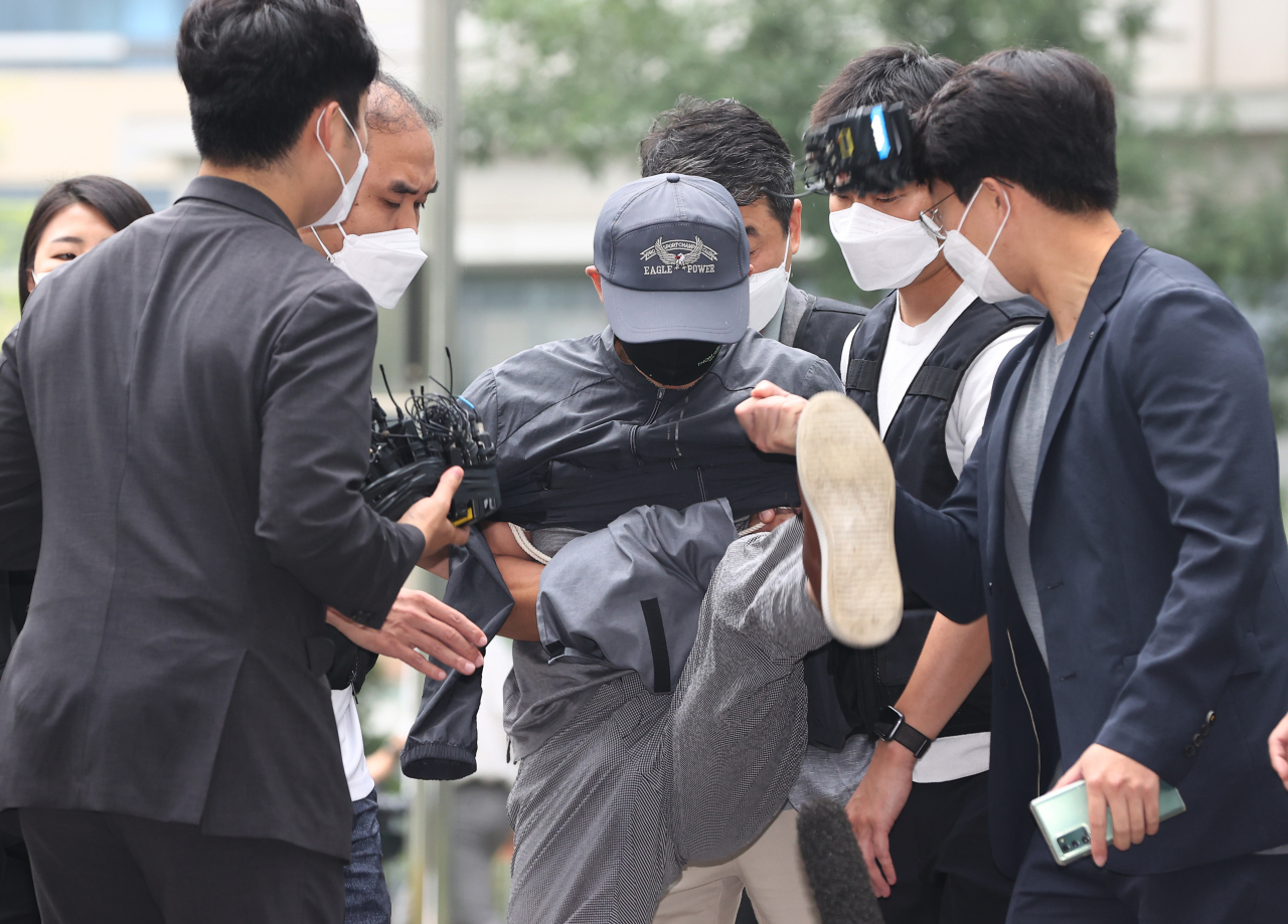 The Seoul court issued an arrest warrant for a 56-year-old sex offender surnamed Kang, who is suspected of murdering two women, on Tuesday. (Yonhap)