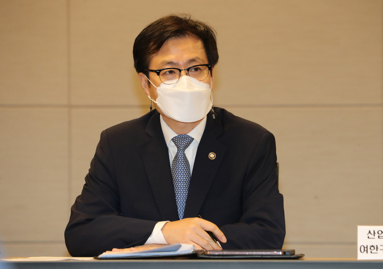 Trade Minister Yeo Han-koo speaks during a meeting in Seoul on Monday. (Yonhap)